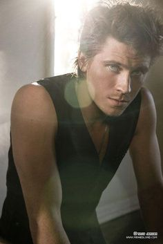 Garrett Hedlund - He has the most gorgeous eyes I'd ever seen! First saw him in Troy acting along side Brad Pitt, then in Four Brothers. This Dec, he'll be the leading role in Tron Legacy. I look forward to seeing those sparkly eyes again