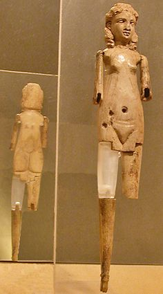 Ivory doll with articulated limbs and an anatomically correct female body. From an underground tomb on the Via di Tor Cervara. Zeus Statue, Art Romain, Collections D'objets, Greek Statues, Ancient Rome, Ancient Greek, Wooden Dolls, Ancient Artifacts, Ivoire
