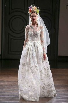 Wedding Bridal Dress // Naeem Khan 2016 // All the collection here: http://www.ameliste.fr/mariage/robes/naeem-khan-2016 // Frida Khalo inspiration // Bride 2016 #wedding #bride