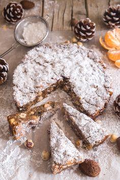 Homemade Panforte - An Italian in my Kitchen Italian Cake, Italian Desserts, Italian Recipes, Italian Dishes, Dessert Bars, Dessert Recipes, Cake Recipes, Helathy Food, Italian Almond Cookies