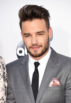Liam Payne Photos - Recording artist Liam Payne of One Direction attends the 2015 American Music Awards at Microsoft Theater on November 22, 2015 in Los Angeles, California. - 2015 American Music Awards - Arrivals