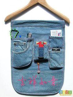 From old jeans Jean Crafts, Denim Crafts, Sewing Hacks, Sewing Crafts, Sewing Projects, Sewing Jeans, Denim Art, Diy Vetement, Denim Ideas