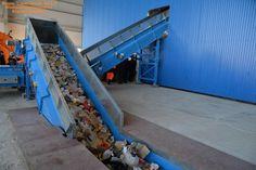 Балаковский мусороперерабатывающий комплекс, который пустили в работу 1 ноября, уже обработал свою первую тысячу тонн отходов. За сутки на предприятие поступает в среднем 100 тонн бытового и крупногабаритного мусора. «Обработка и сортировка поступающих на балаковский комплекс отходов позволяет извлечь и отправить на переработку 20 фракций вторичных материальных ресурсов. Существенно сокращает объемы крупногабаритных отходов современный высокопроизводительный шредер фирмы HAMMEL, который…