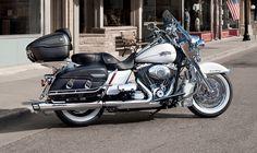 2013 Harley-Davidson Touring™ Road King® Classic | Gateway Harley-Davidson® | St. Louis Missouri