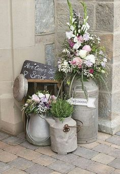 Vintage milk churns and flowers wedding decor / www.deerpearlflow Vintage Milchkannen und Blumen Hochzeit Dekor / www.deerpearlflow Vintage milk churns and flowers wedding decor / www. Rustic Wedding Flowers, Unique Flowers, Wedding Country, Beautiful Flowers, Alternative Wedding Flowers, Hanging Flowers Wedding, Flower Wall Wedding, Whimsical Wedding, Country Weddings
