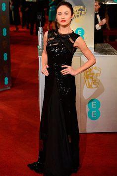 """Premios BAFTA 2013: """"Olga Kurylenko demostró por qué es un chica Bond con este vestido de Ninna Ricci, zapatos de Manolo Blahnik y joyas de De Beers."""" (vía @smoda)"""