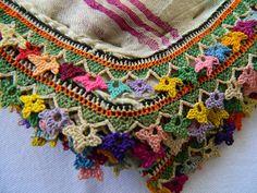 Antik Zafer Esi | Antik zafer esi koleksiyonundan çok güzel oya örneği daha.her biri ... Textiles, Kerchief, Needle Lace, Textile Jewelry, Crochet Granny, Knots, Tassels, Diy And Crafts, Crochet Necklace
