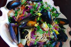 Hot mess of mussels and noodles and shrimp and parsley and lemon zest :p Looks like a clown kaploded haha Mussels, Hot Mess, Parsley, Seafood Recipes, Noodles, Shrimp, Spaghetti, Lemon, Ethnic Recipes