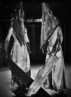 Pyramid Head in the movie Silent Hill Halloween Cosplay, Scary Halloween, Crane, Silent Hill Video Game, Creepy Games, Evil Dead, Pyramid Head, Creepy Monster, Horror Video Games