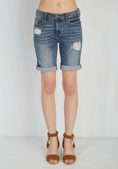 You were planning hunting for the perfect mid-wash shorts for the long haul, but then this pair came along! Realizing your dream of bottoms that promise classic denim fabric, the right amount of distressing, and cool cuffed hems, these bermuda-style bottoms tout all of the above - and so much more!