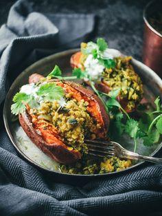 Nepalilaisilla linsseillä täytettyä bataattia (V, GF) – Viimeistä murua myöten Veg Recipes, Whole Food Recipes, Vegetarian Recipes, Healthy Recipes, Healthy Food, Recipies, Vegan Foods, I Love Food, Soul Food