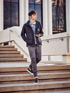 In these latest ISENBERG ads, Seo In Guk has the daily boyfriend look down pat with the help of brand's new spring and summer outerwear designs. Lee Jung Suk, Boy Fashion, Mens Fashion, Kyung Hee, Seo In Guk, Jellyfish Entertainment, Actor Photo, Cute Actors, Handsome Boys