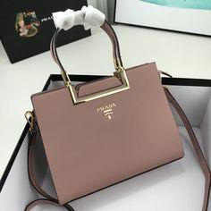 Luxury Purses, Luxury Bags, Luxury Handbags, Fashion Handbags, Purses And Handbags, Fashion Bags, Prada Handbags, Sacs Design, Dior