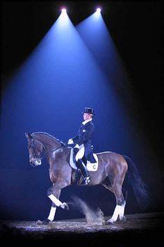 Anky van Grunsven et Bonfire. J'ai eu la chance d'assister à sa reprise libre en musique à Bercy lors de sa tournée d'adieu après sa médaille d'or aux JO en 2000. Un moment magique. Ce cheval était extraordinaire. Il est mort en octobre 2013 à 30 ans.
