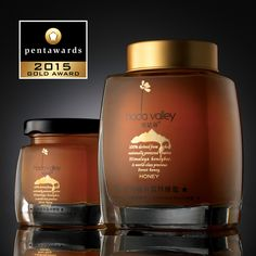 Gold Pentaward 2015 – Luxury – Shenzhen Oracle Creative Design Co, Ltd – Honig , Salatdressing und mehr Organic Packaging, Honey Packaging, Glass Packaging, Food Packaging Design, Brand Packaging, Honey Jar Labels, Honey Label, Honey Bottles, Honey Logo