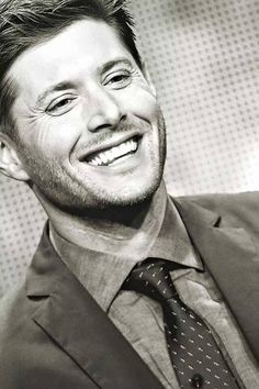 Jensen, it's supernatural how gorgeous this man is.