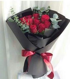 Flowers Roses Bouquet, Flower Bouquets, Contemporary Flower Arrangements, Floral Arrangements, Beautiful Flowers, Balloons, Gerard Butler, Projects, Bouquet Of Flowers