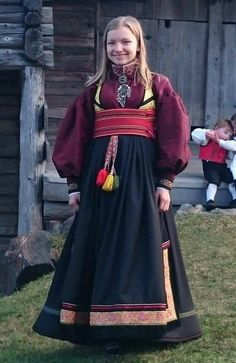 Folk Costume, Costumes, Norwegian Clothing, Ethnic Dress, Amazing People, Norway, Scandinavian, Buildings, Culture