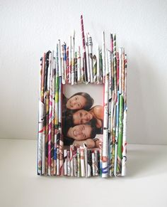 DIY Recycle-Your-Old-Zine Photo Frame | Heartmade Blog