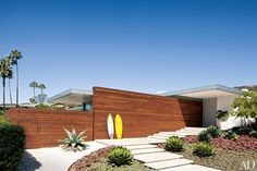 A chance meeting with architect Steven Ehrlich led one couple to finally build their dream home-a modernist temple to indoor-outdoor living in Laguna Beach California Cool, California Homes, Southern California, Laguna Beach, Deck, Indoor Outdoor Living, Outdoor Spaces, Chapelle, Beach House Decor
