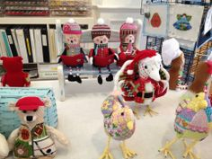 Aristeia - Sew Much Fun - Carolers on Bench - so adorable!!