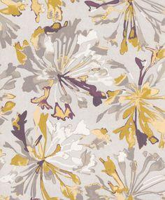 """Silverbeige botten med stort blommönster i senapsgult, grått och lila""""Yaku acacia"""""""