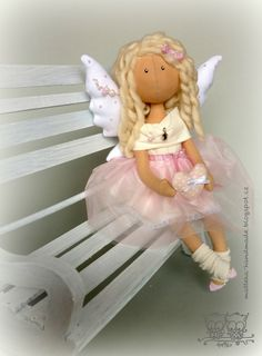 oh my goodness! what an absolutely lovely angel. i love how she is sitting on the bench, too. so life-like!