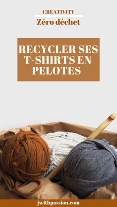 Comment recycler ses t-shirts en pelotes ? - T-shirt Tshirt Garn, Hacks Diy, Crochet Yarn, Diy Crafts, Sewing, T Shirt, Kirigami, Yarn Crafts, Recycle Old Clothes