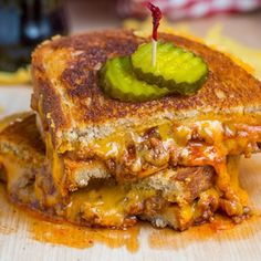 Sloppy Joe Grilled Cheese Sandwich - A grilled cheese sandwich with a sloppy joe filling; a truly sloppy gilled cheese sandwich! Grill Sandwich, Grill Cheese Sandwich Recipes, Grilled Cheese Recipes, Soup And Sandwich, Grilled Cheeses, I Love Food, Good Food, Yummy Food, Gastronomia