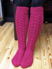 KARDEMUMMAN TALO: Soittajan sukat Knitting Socks, Knit Crochet, Crocheting, Fashion, Socks, Knit Socks, Fashion Styles, Sock Knitting, Crochet