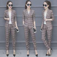 Holen Sie sich den schönen und   eleganten Look mit koreanischer Mode Frühling Tees For Women, Blouses For Women, Jackets For Women, Business Formal Women, Elegantes Outfit Frau, Classy Women, Vintage Style Outfits, Korean Fashion, Womens Fashion