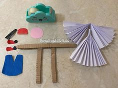 Hand Fan, Home Appliances, Crafts, House Appliances, Manualidades, Appliances, Handmade Crafts, Craft, Arts And Crafts