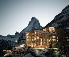 The Omnia Mountain Lodge in Zermatt offers stylish rooms and a spa. Luxury design hotel The Omnia is situated right in the centre of Zermatt and above the rest. Zermatt, Dubrovnik, Hotel Alpen, Piscina Hotel, Switzerland Hotels, Gstaad Switzerland, Best Ski Resorts, Ski Vacation, Dream Vacations