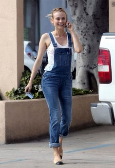 Vuelven los #Overalls #DianeKruger #petos #monos #denim #trend http://www.studyofstyle.com//articulos/vuelven-los-overalls
