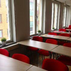 Färg höjer pulsen pulsen höjer koncentrationen Conference Room, Table, Furniture, Home Decor, Decoration Home, Room Decor, Tables, Home Furnishings, Home Interior Design