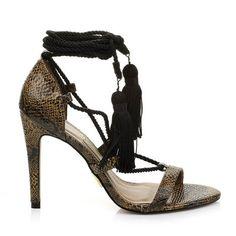 a818eb1a5f 24 melhores imagens de Calçados Feminino