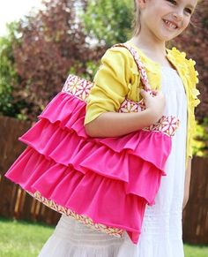 Elli's Ruffled Church Bag - How to quilt a bag with ruffles!