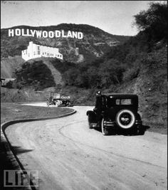 The Hollywood Sign is a landmark and American cultural icon located in Los Angeles, California. It is situated on Mount Lee in the Hollywood Hills area of the Santa Monica Mountains. The sign overlooks the Hollywood district of Los Angeles. Vintage Pictures, Old Pictures, Old Photos, Rare Photos, Hollywood Sign, Hollywood Hills, Hollywood Glamour, Hollywood California, Hollywood House