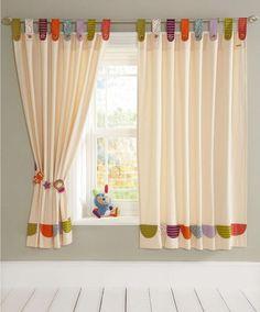 Kinderzimmer-Vorhänge in dezenten pastelligen Farben
