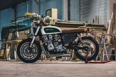 A classic CB cafe racer built for the twisty backroads of sunny Mallorca. This 1995 Seven Fifty was. Cb Cafe Racer, Cafe Racer Build, Cafe Racers, Scrambler Motorcycle, Bmw Motorcycles, Cb 750 Seven Fifty, Soichiro Honda, Off White Paints, Honda Cb750