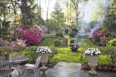 lieblingsplätze in romantischen gärten   romantischer-garten-gestaltung-blühende-beeten-feuerstelle ...