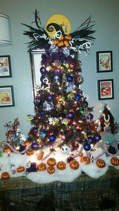 Last Trending Get all images the nightmare before christmas decorations Viral f a f d bc ab d Halloween Trees, Halloween Christmas, Halloween Crafts, Halloween Decorations, Christmas Holidays, Christmas Crafts, Halloween Icons, Dark Christmas, Christmas Tree Themes