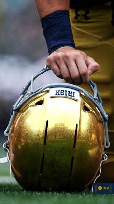 Notre Dame Football, Nd Football, Oklahoma Sooners Football, Football Quotes, College Football Teams, Football Helmets, Football Uniforms, Notre Dame Wallpaper, Noter Dame