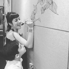 Fernanda desenhando no evento de lançamento da nova coleção da Segatto ;) #nolii_design#andreamacruz#furniture#design#art#style#picoftheday#architecture#interiores#photo#decor#decoracao#furniture#segatto_moveis by nolii_design