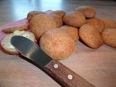Boulettes de pain LCHF (poudre d'amande, œufs, yaourt grec, beurre, farine de coco, levure, sel )