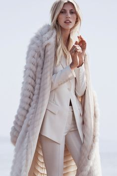 C'est la belle vie - Devon Windsor by Dean Isidro for Vogue Mexico,...