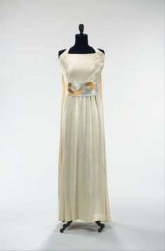 Evening dress by Jeanne Lanvin, Metropolitan Museum of Art: Costume Institute Brooklyn Museum Costume Collection at The Metropolitan Museum of Art, Gift of the Brooklyn Museum, Gift of Mrs. Vintage Gowns, Mode Vintage, Vintage Outfits, 1930s Fashion, Moda Fashion, Vintage Fashion, Jeanne Lanvin, Rose Bertin, Plain White Dress
