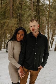 Stay warm with these winter engagement photo outfit ideas | Image by Maggie Grace Photography