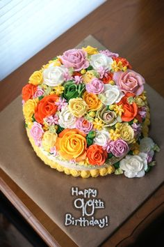 One bowl golden yellow cake - Floral Birthday Cake Definitely on my list of cakes to decorate! Just beautiful! 90th Birthday Cakes, Buttercream Cake, Frosting, Floral Cake, Cake Decorating Tips, Beautiful Cakes, Pretty Cakes, Fancy Cakes, Let Them Eat Cake