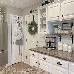 Farmhouse Kitchen Decor, Kitchen Redo, New Kitchen, Farmhouse Style, Farmhouse Homes, Decorating Kitchen, Kitchen Ideas, Kitchen Bars, Country Kitchen Cabinets